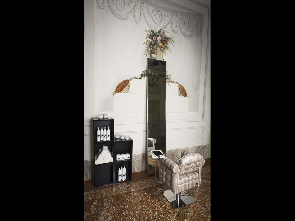 Kam zubeh r und kommunikation katalog pietranera srl friseureinrichtung und friseurbedarf - Italienische designer wandspiegel ...
