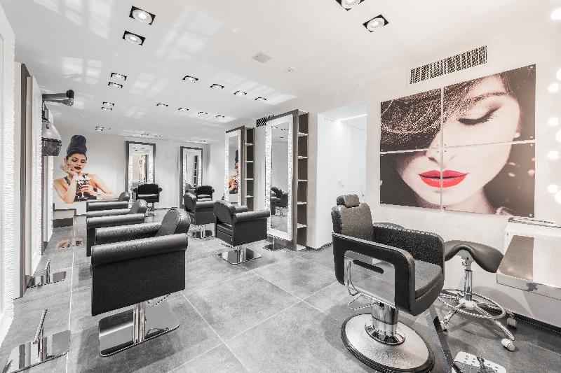 Atelier incantalupo bari italia saloni realizzati i for Maletti arredamenti